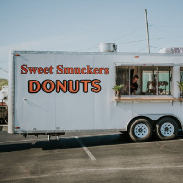 outside of the sweet smuckers food truck