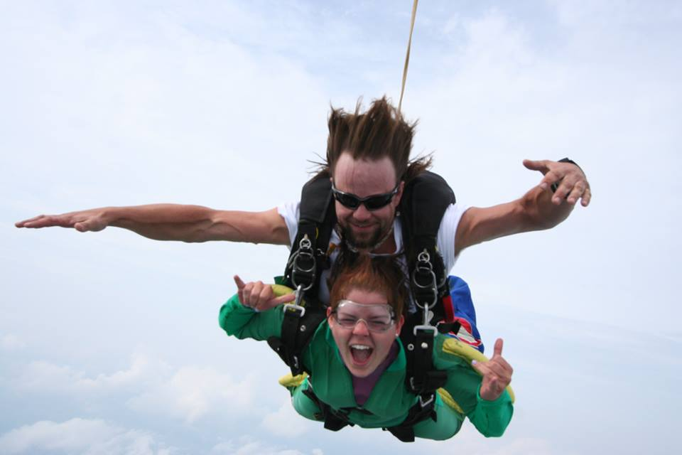two people tandem skydiving in east tennessee