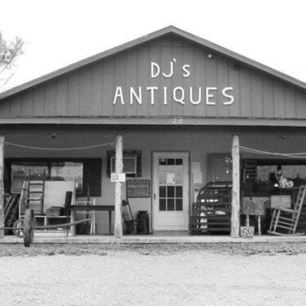 Exterior of DJ's Antiques in White Pine TN