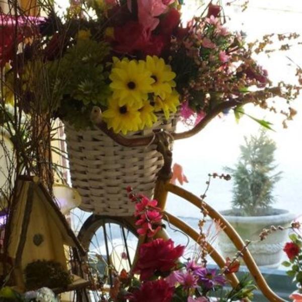An arrangement made by Laura's Flowers.