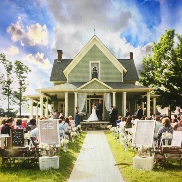 exterior of special event venue in east tennessee meadowbrook farms