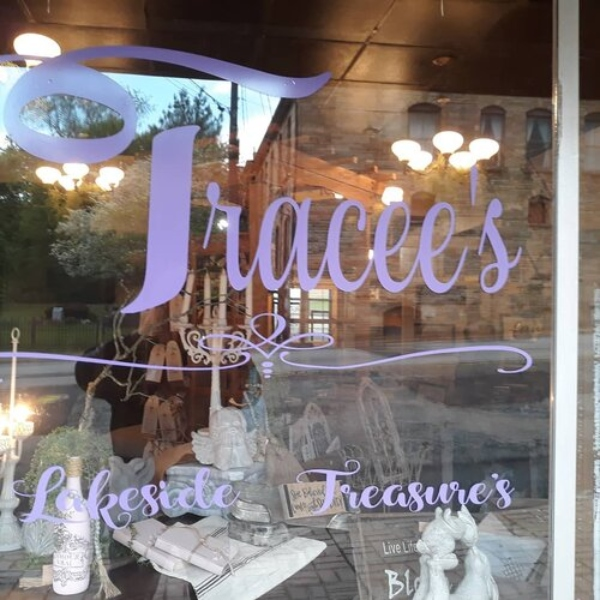 The front window of Tracee's Lakeside Treasures.