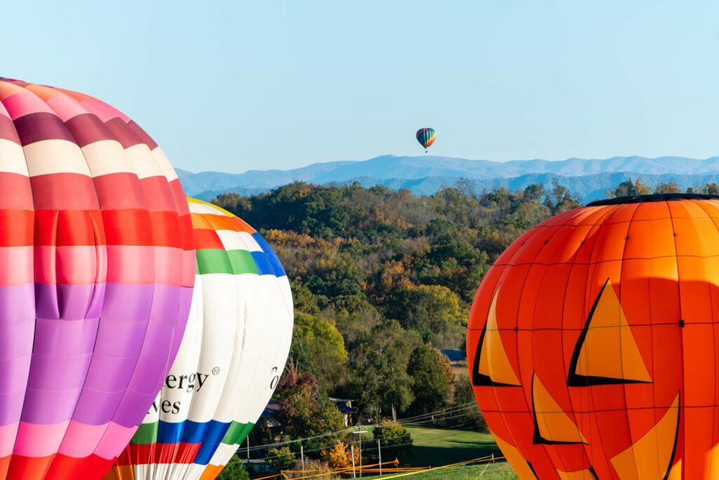 balloons at lakeside of the smokies balloonfest